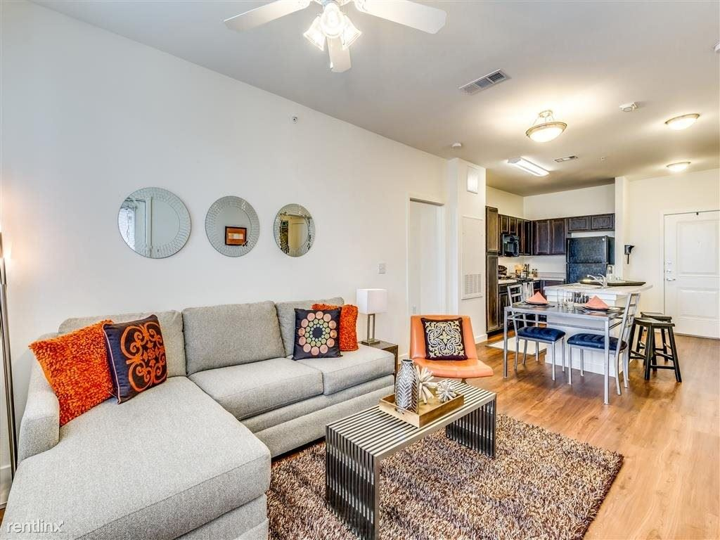 9415 Bruton Road, Dallas, TX - 946 USD/ month