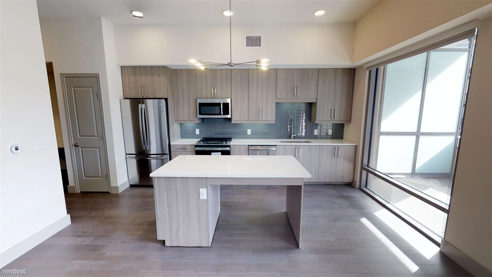 2370 Victory Avenue - 3513USD / month