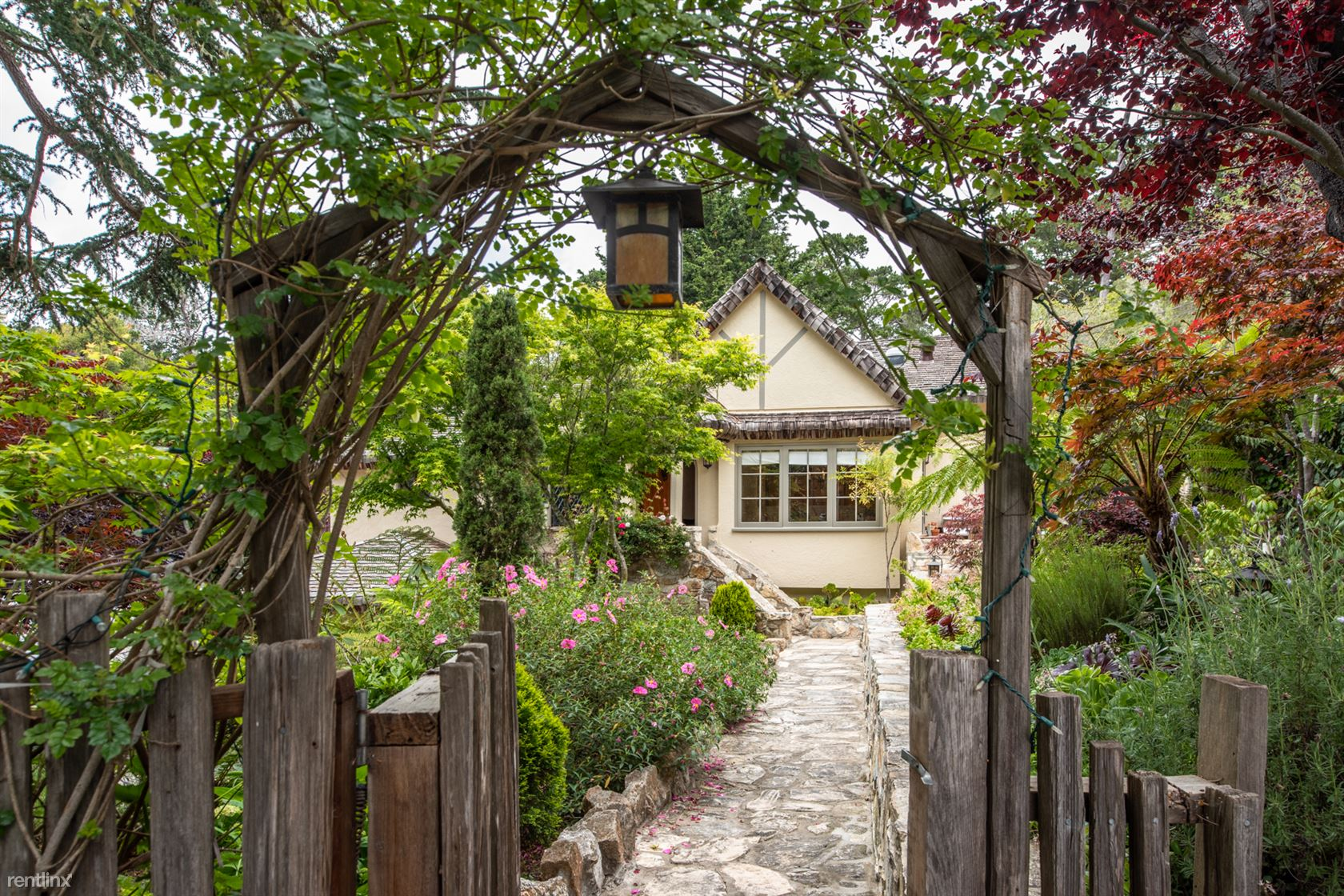 2505 2nd Ave, Carmel, CA - $7,260 USD/ month