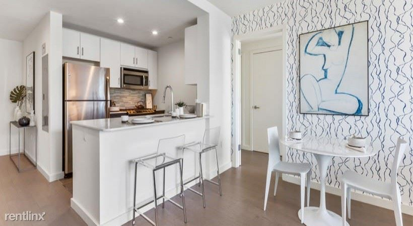 250 N 10th St #623 - 5198USD / month