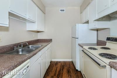 8117 Barclay Street, Dallas, TX - $725 USD/ month