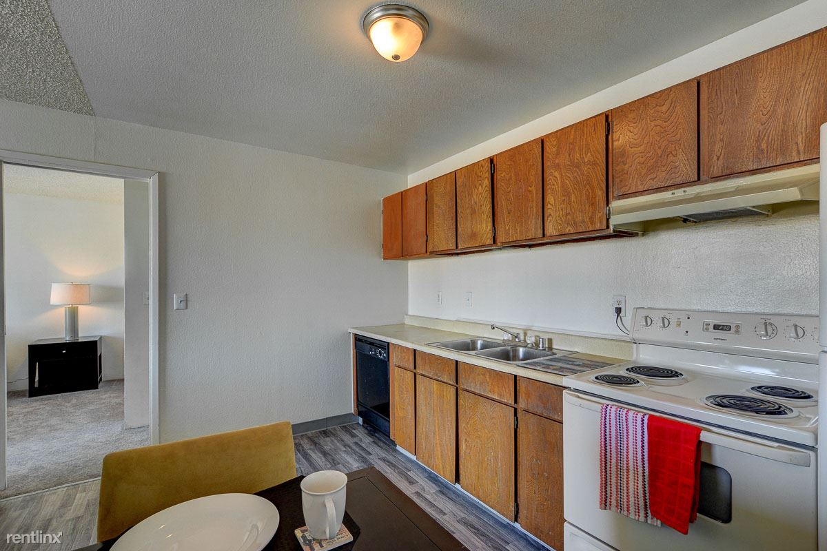 2900 E Charleston Blvd, Las Vegas, NV - $928