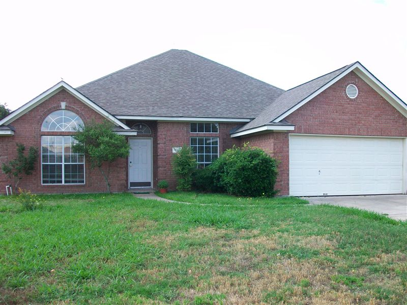 718 Hasselt St, College Station, TX - $2,200 USD/ month