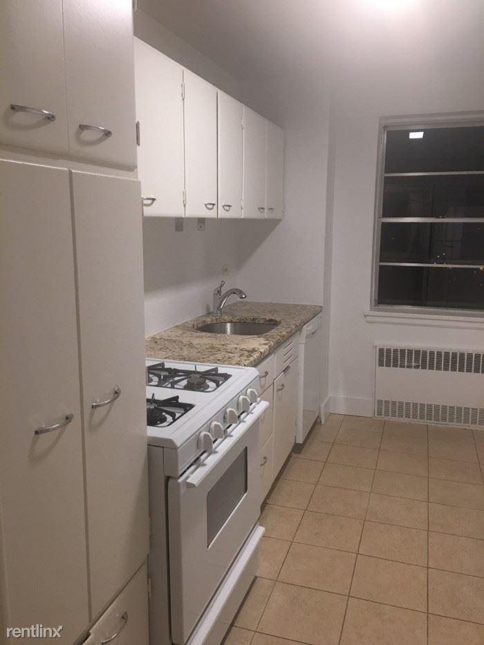 Washington Sq, Larchmont, NY - $3,000