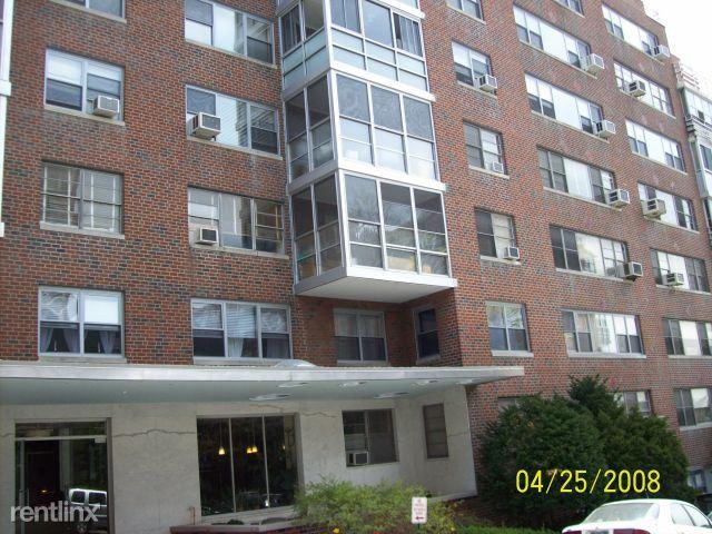 Washington Sq, Larchmont, NY - $3,200