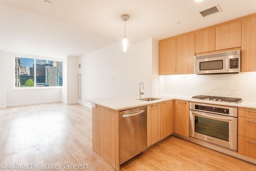 300 North End Ave #8A, New York, NY - $7,600