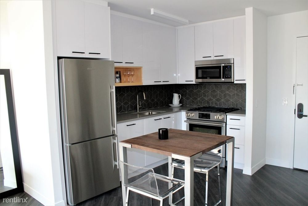250 E Houston St #2C - 7013USD / month