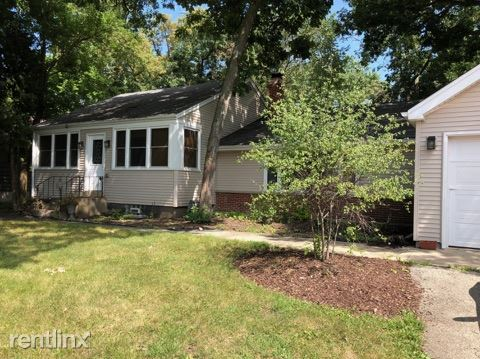 24029 N Lakeside Dr, Lake Zurich, IL - $2,200 USD/ month