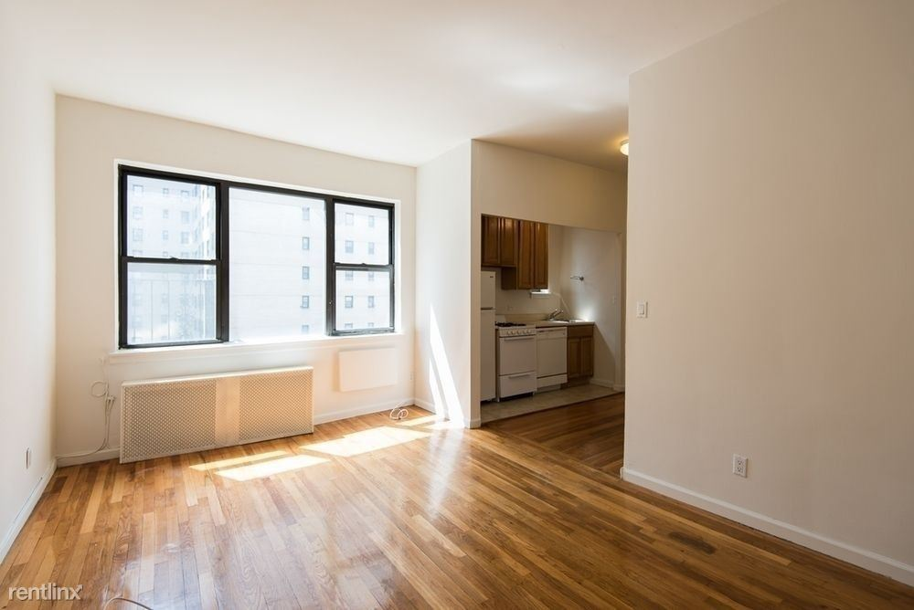 301 East 49th Street #4C - 2500USD / month