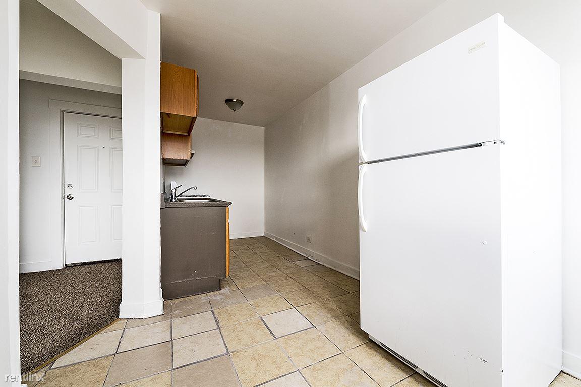 808 W 76th St, Chicago, IL - $635 USD/ month