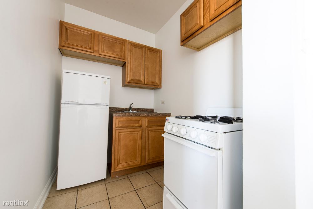 7715 S South Shore Dr, Chicago, IL - $625 USD/ month