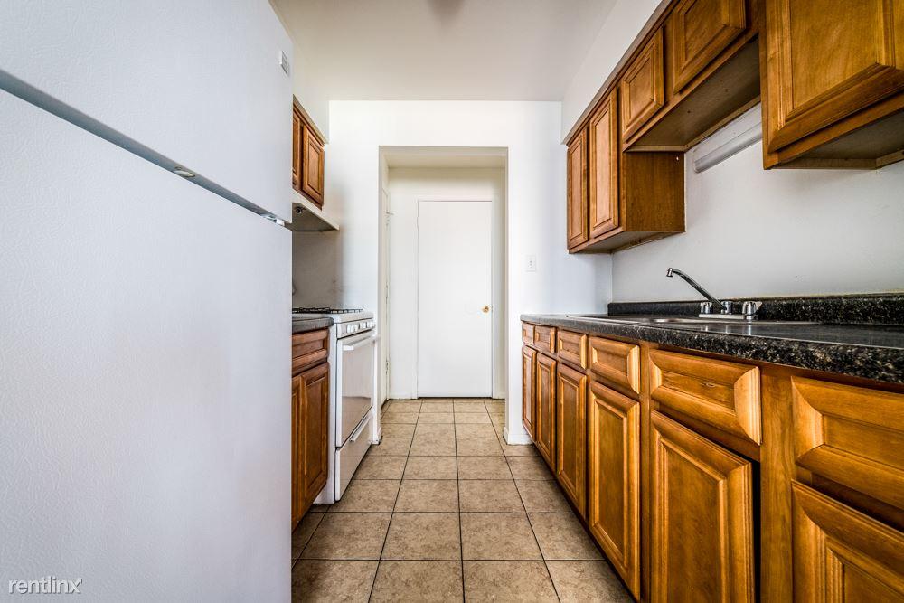 1677 State St, Calumet City, IL - $1,110 USD/ month