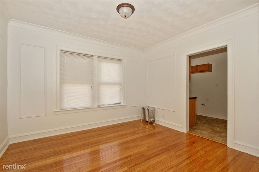 7939 S Dobson Ave, Chicago, IL - $715 USD/ month