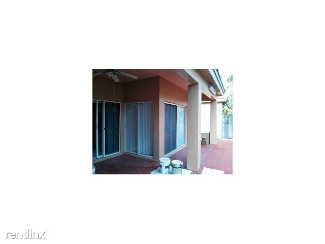 8168 NW 200th St # 1, Hialeah, FL - $2,500 USD/ month