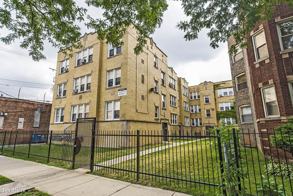 1145 N LeClaire Ave - 972USD / month