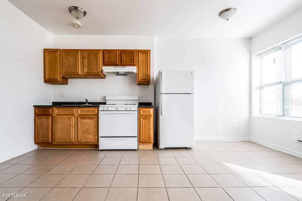 2845 E 77th St, Chicago, IL - $595 USD/ month
