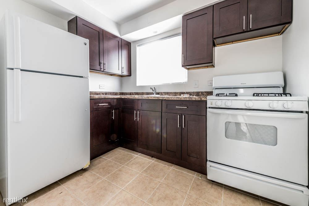 8901 S Cottage Grove Ave, Chicago, IL - $730 USD/ month