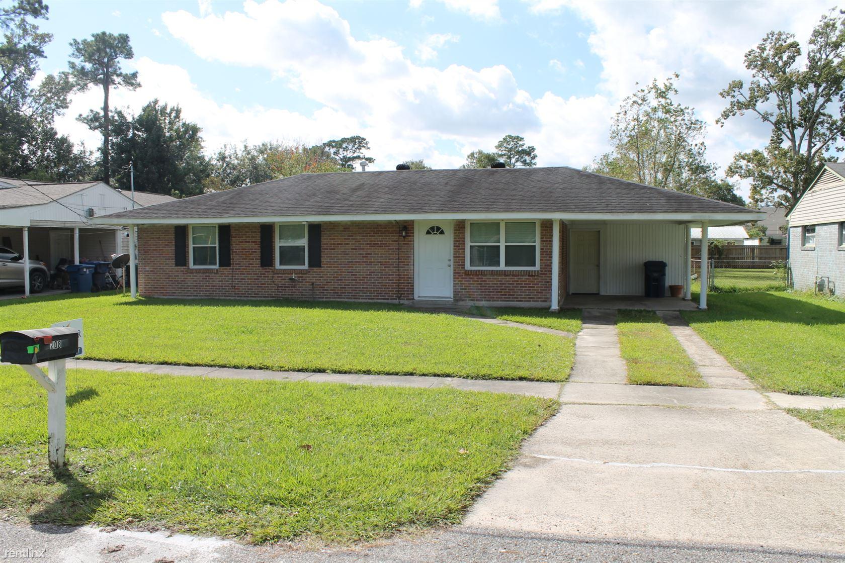208 Louisiana Ave, Sulphur, LA - $1,150
