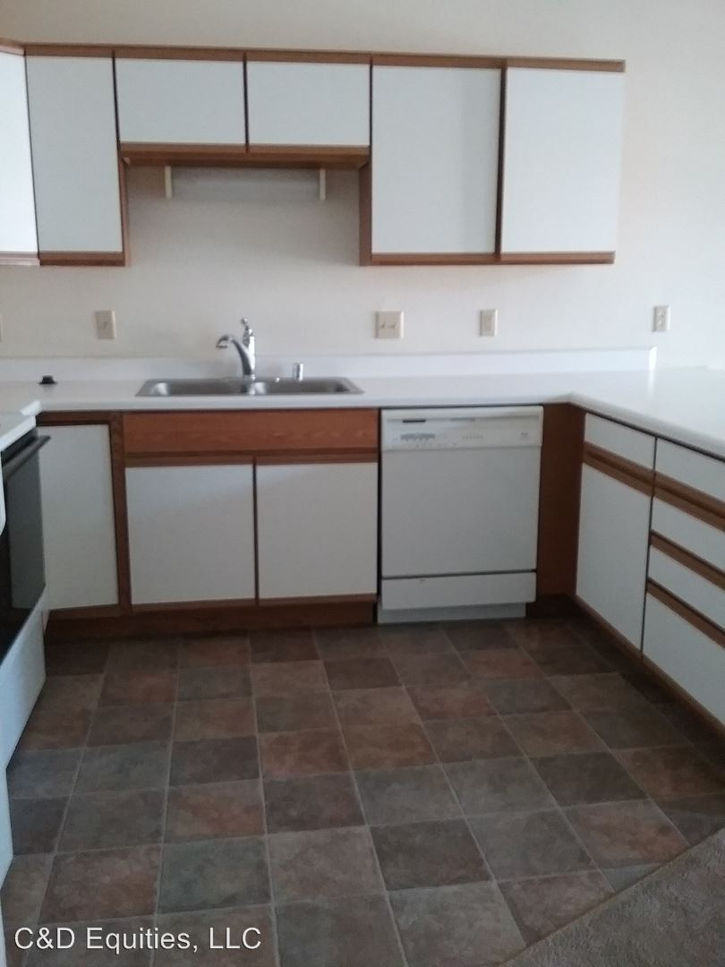 480-500 W Juneau Street and 505 W Griffith Street, Hustisford, WI - 995 USD/ month
