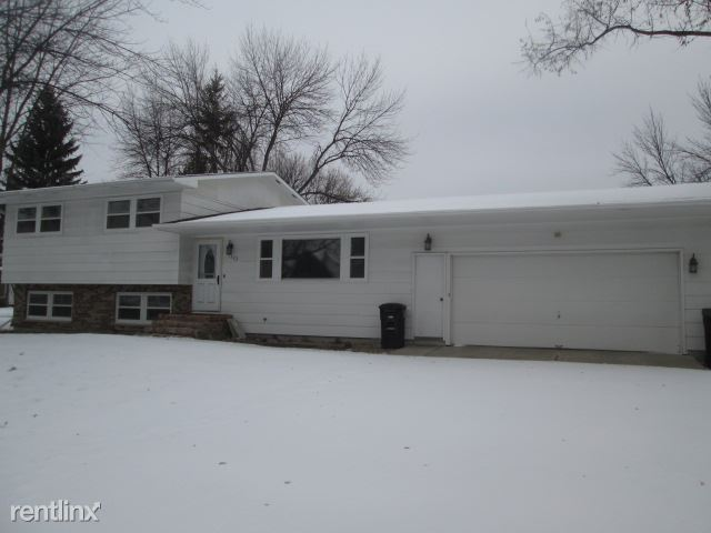 1322 Allwood Ct, Grand Forks, ND - $1,895