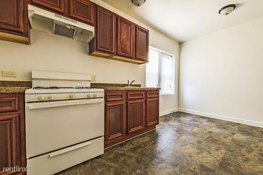 7109 S Ridgeland Ave, Chicago, IL - $725 USD/ month