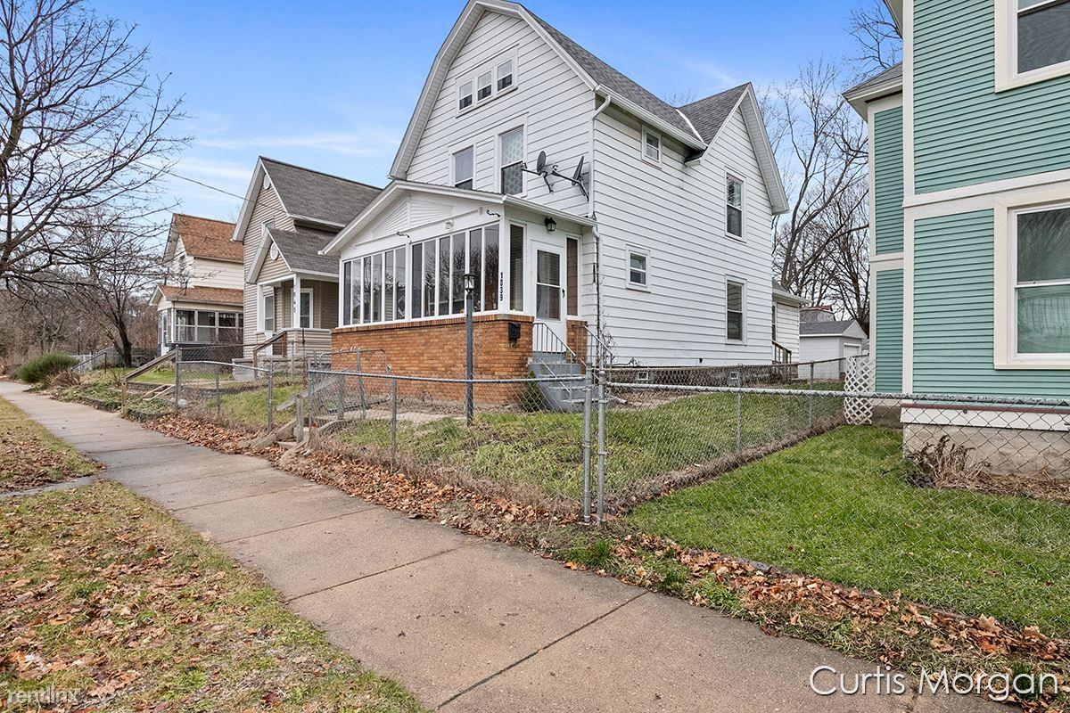 1039 Jackson St NW, Grand Rapids, MI - $2,250