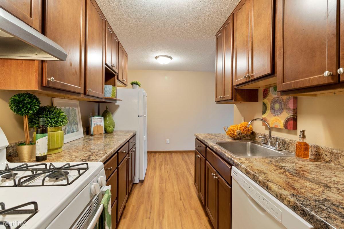 800 W 65th St, Richfield, MN - $995