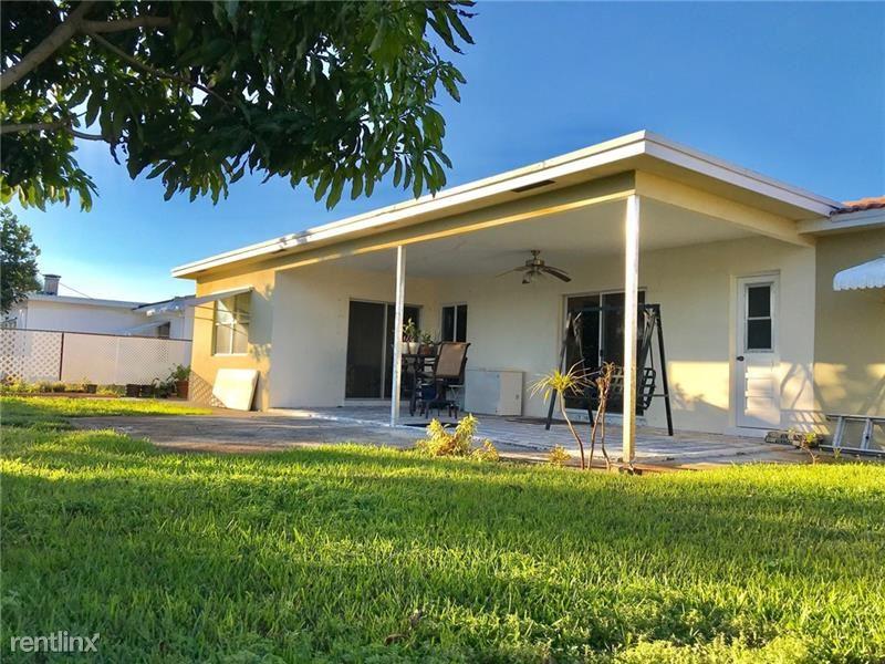 649 SE 2nd St, Deerfield Beach, FL - $2,100