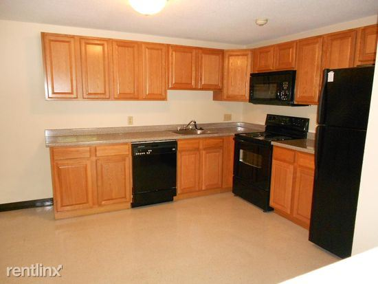 73A Manchester St Apt 4, Leominster, MA - $1,425 USD/ month