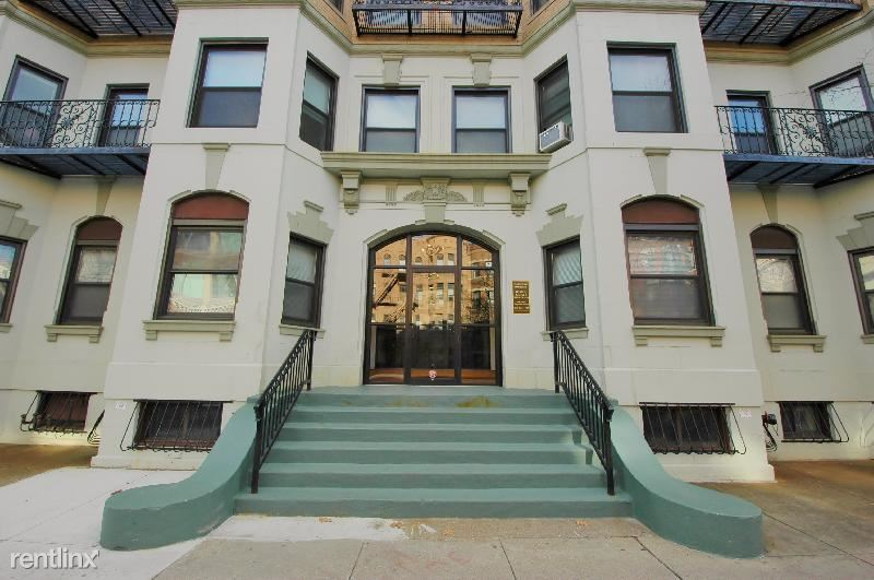 52 Westland Ave - 1800USD / month