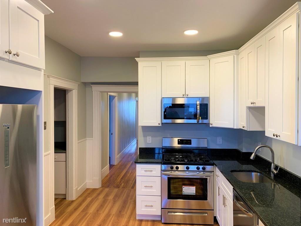 22 Auburn St, Malden, MA - $2,800