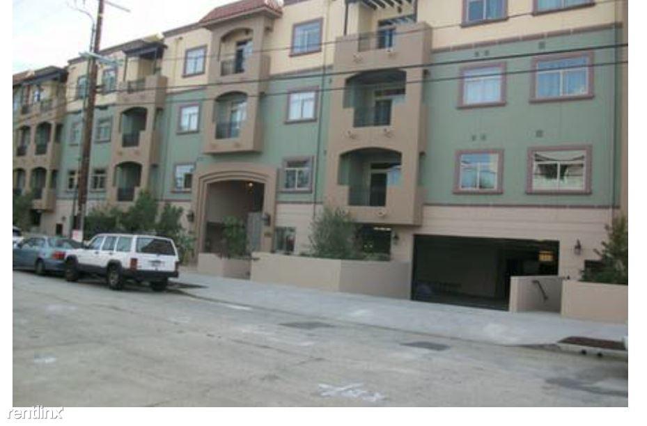 10950 Bloomfield St, Toluca Lake, CA - $3,520 USD/ month