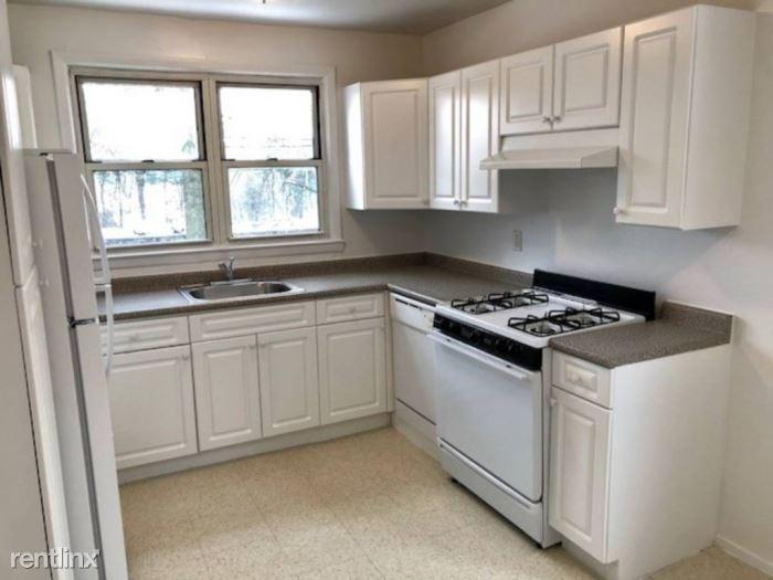 White Plains Rd, Tarrytown, NY - $2,195