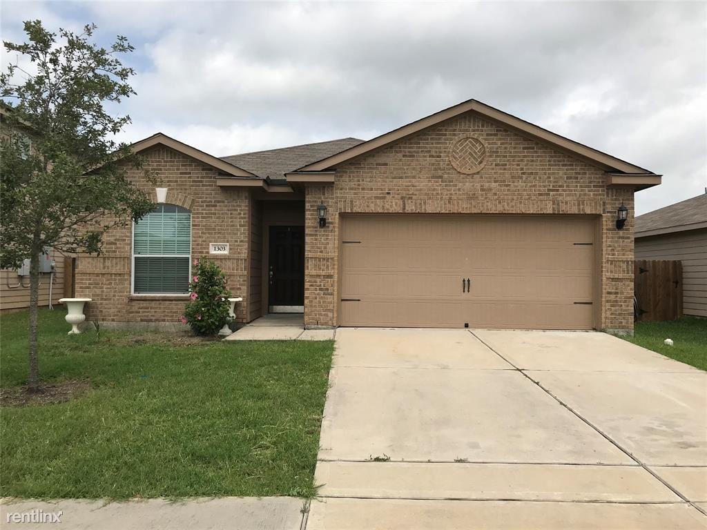 1303, Baytown, TX - $1,700