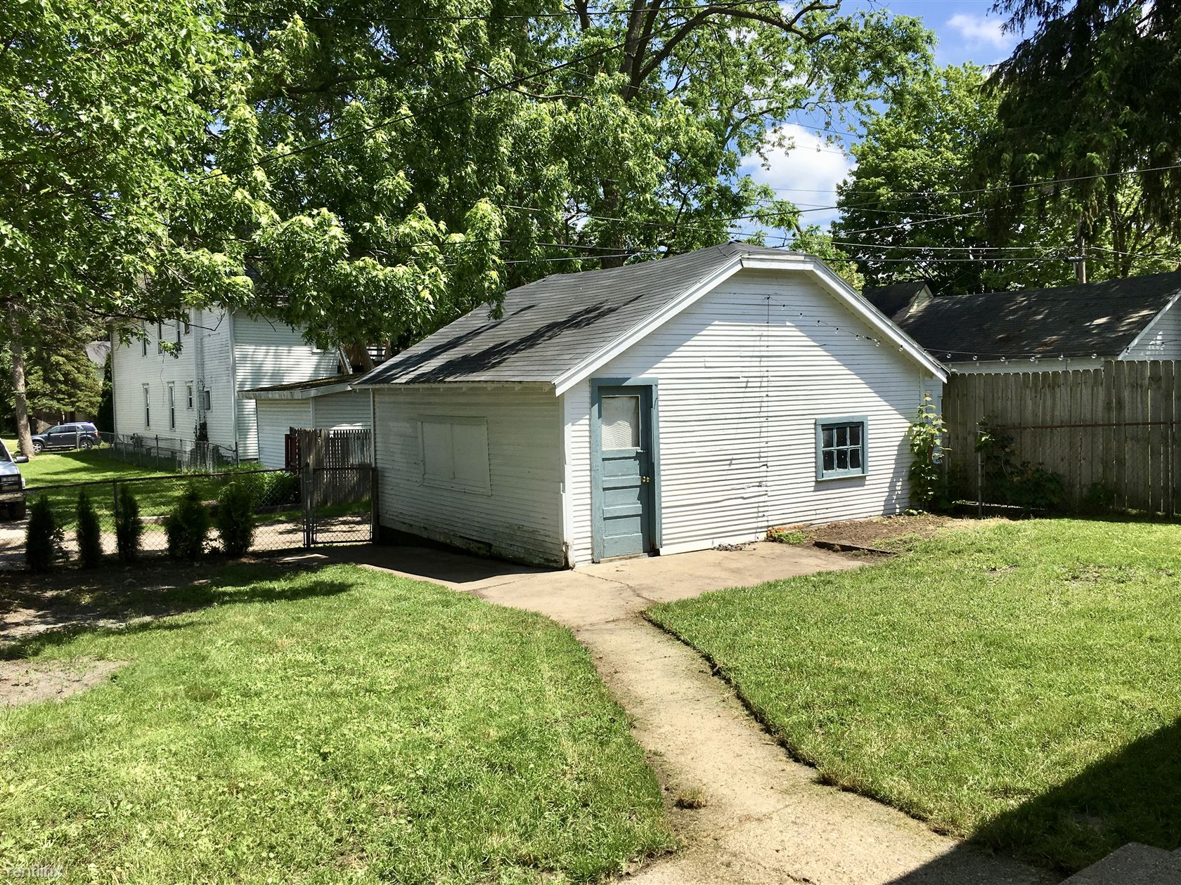 1026 Fremont Ave NW - 1500USD / month