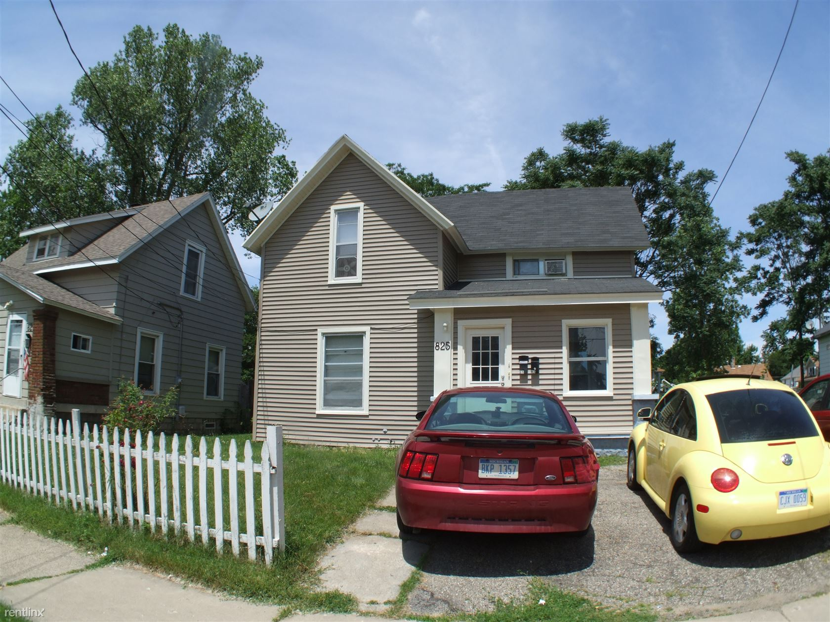 825 Evergreen St SE, Grand Rapids, MI - 725 USD/ month