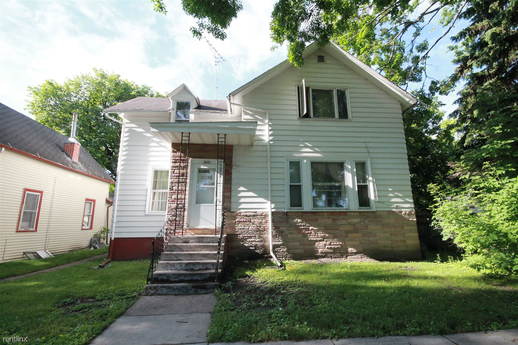 1009 2nd Ave N, Grand Forks, ND - $525