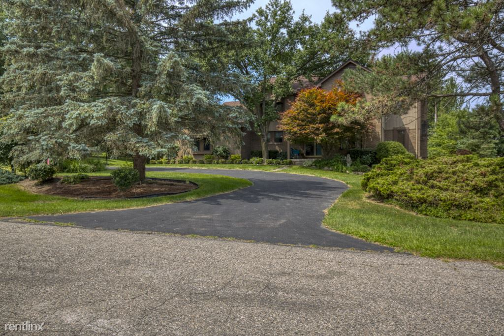 21569 Stanstead Rd, Northville, MI - $2,900