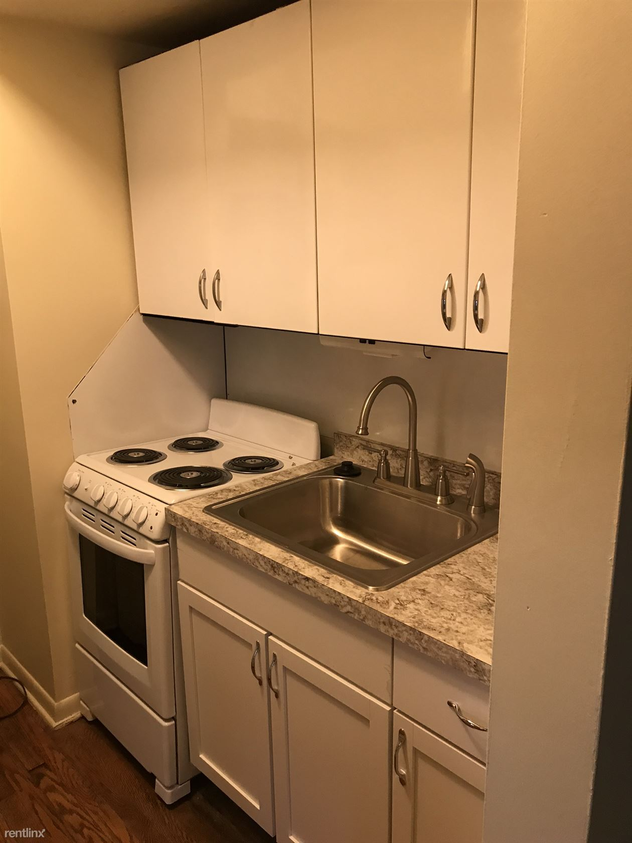 703 S Forest Ave - 1160USD / month