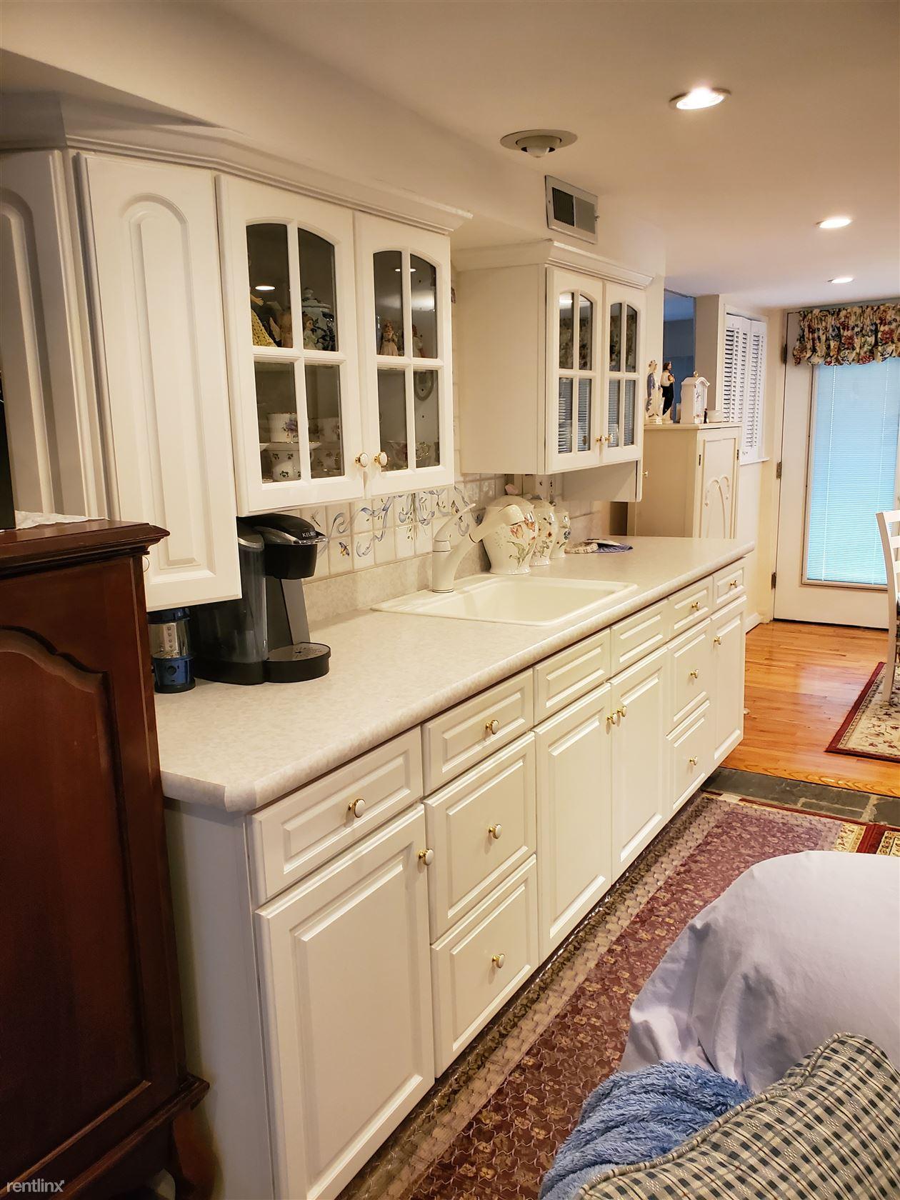Estwick Pl, Stamford, CT - $1,900