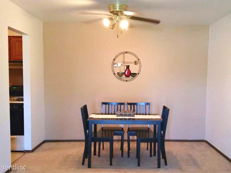 1462 E College Ave, Normal, IL - $750 USD/ month
