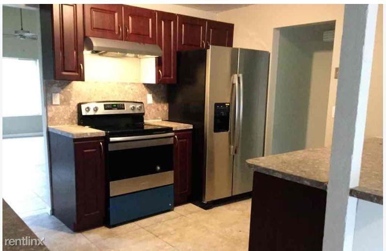 7321 NW 46th St, Lauderhill, FL - $2,295