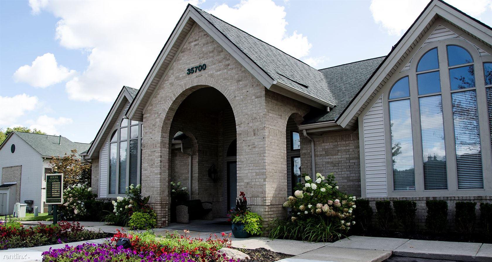 35700 Moravian Dr, Clinton Township, MI - $2,400 USD/ month
