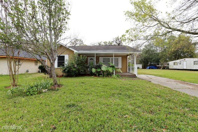 104 Lone Oak, Highlands, TX - $1,499