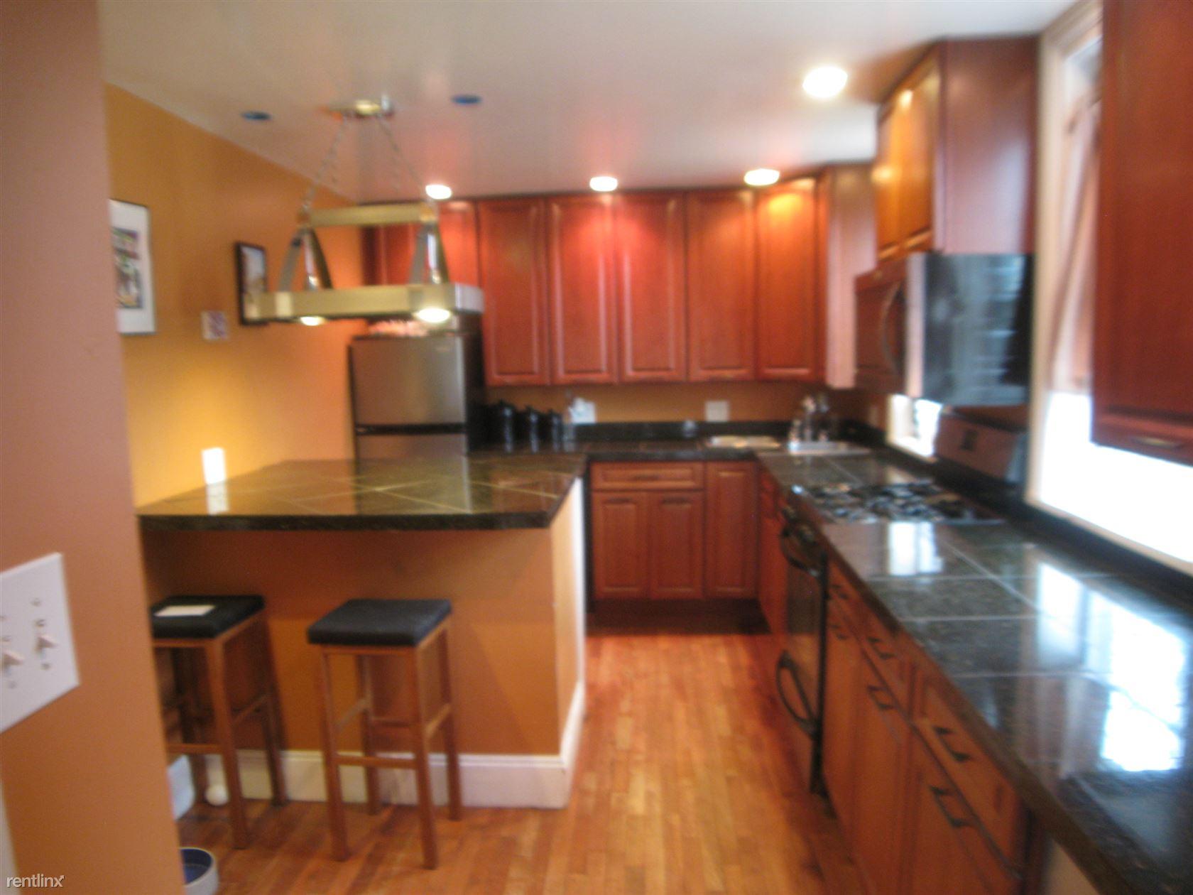 74 Caroline St, Saratoga Springs, NY - $1,950