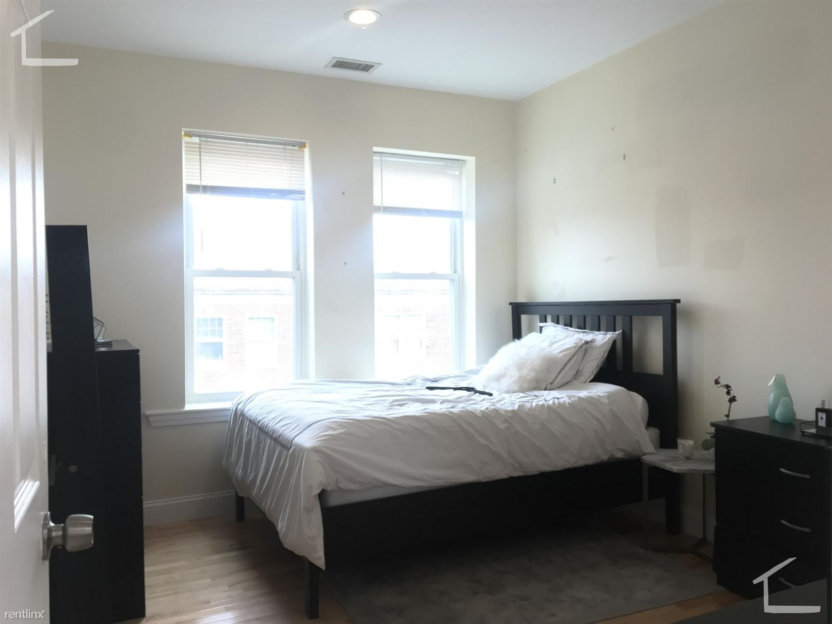 94 Pleasant St Apt 4, Brookline, MA - $5,800 USD/ month