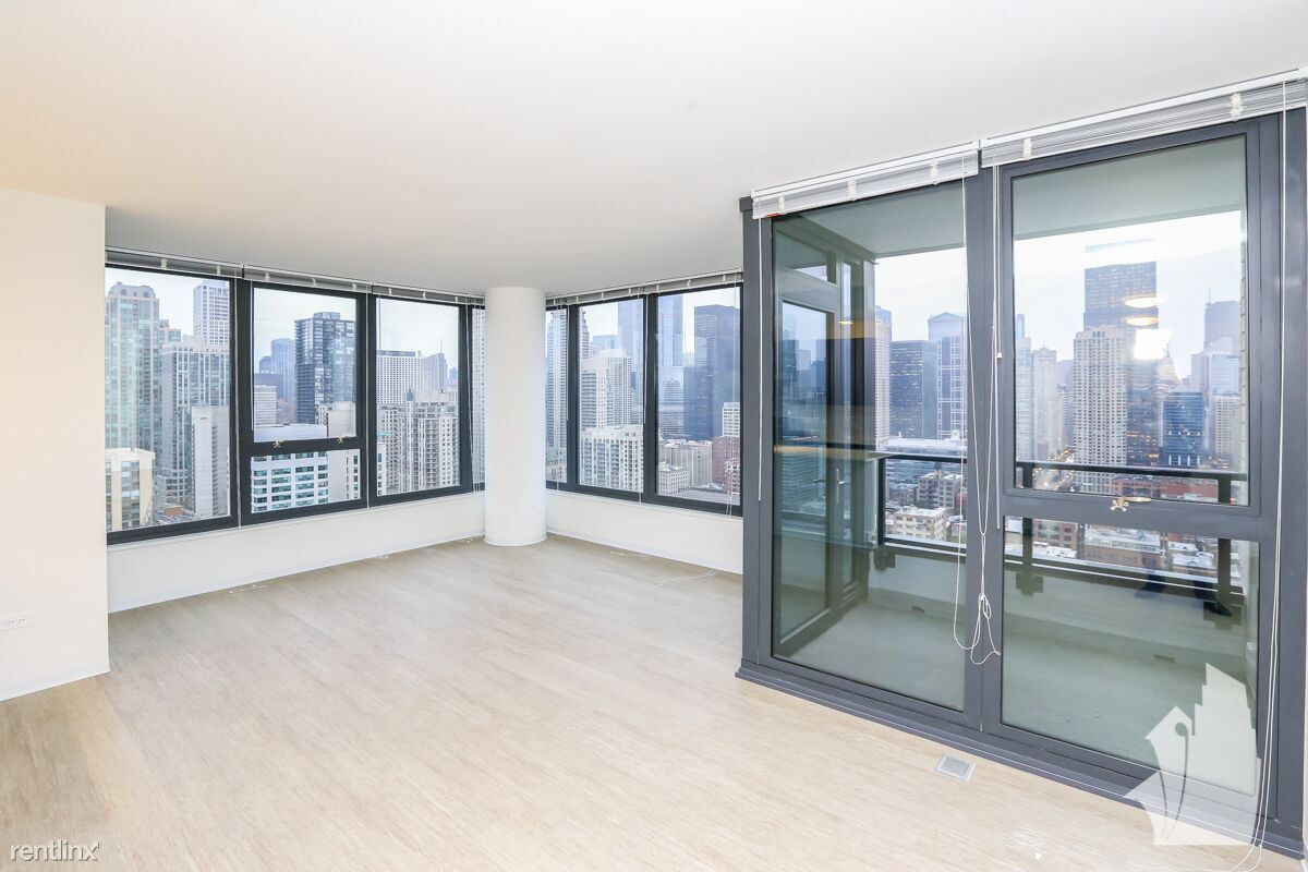 156 W Superior St - 1700USD / month