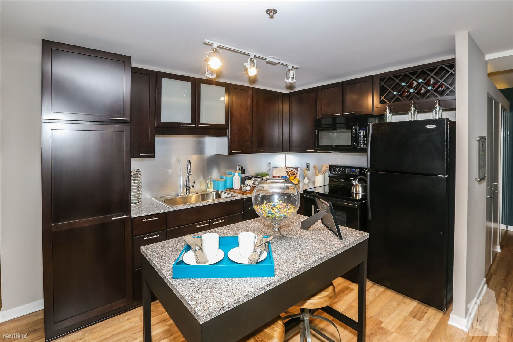 190 N Wells St - 2299USD / month