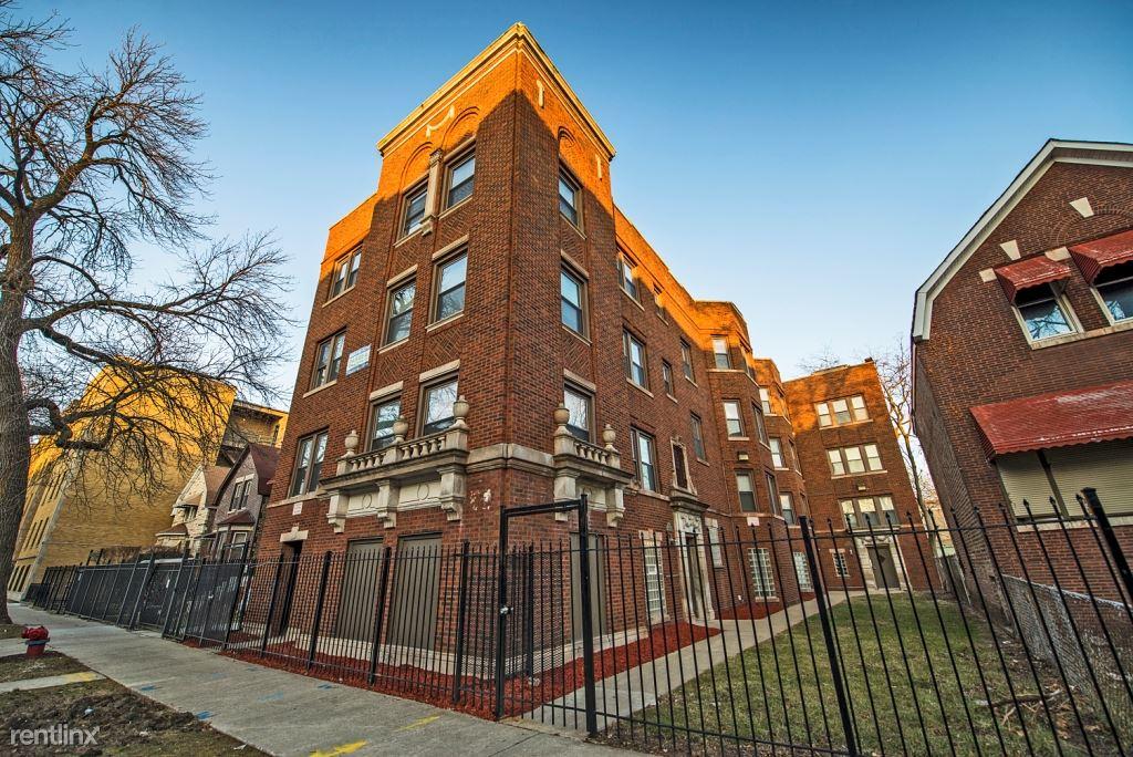 7231 S Yates Blvd, Chicago, IL - $725 USD/ month