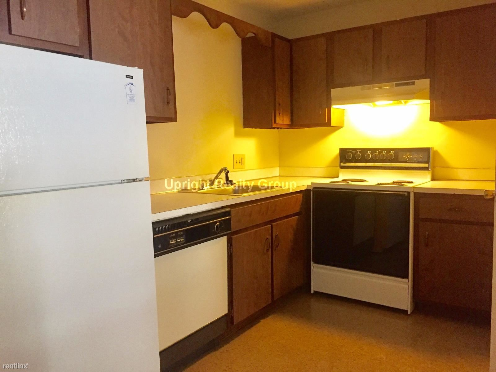 73 Manchester St, Leominster, MA - $1,425 USD/ month